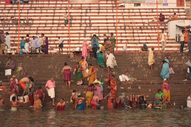 Varanasi baie la rasarit