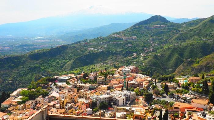 Cate lucruri pot merge prost cand iti duci parintii in vacanta in Sicilia